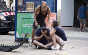 POLICÍA DE BARCELONA CALIFICA COMO ATAQUE TERRORISTA ATROPELLAMIENTO EN LAS RAMBLAS