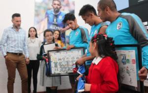 """CLUB QUERÉTARO Y USEBEQ ENTREGAN RECONOCIMIENTOS A GANADORES DEL CONCURSO """"GALLOS POR LA EDUCACIÓN"""""""