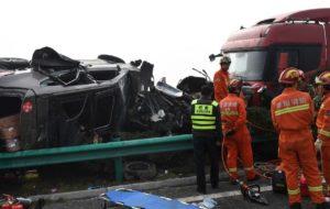 AL MENOS 18 MUERTOS DEJA ACCIDENTE EN AUTOPISTA EN CHINA