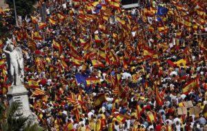 MANIFESTANTES INDEPENDENTISTAS MUESTRAN SU INDIGNACIÓN EN BARCELONA