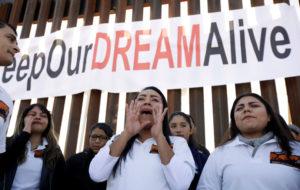 FUNDADOR DE AMAZON DONA 33 MDD PARA BECAS DE 'DREAMERS'.